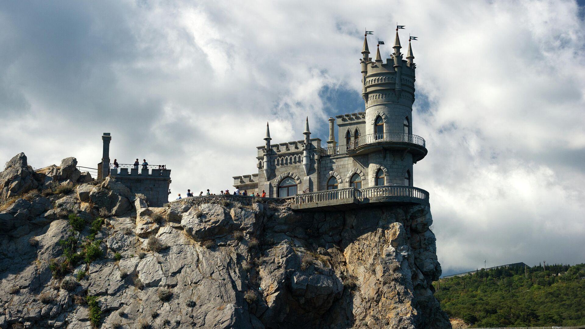 Замок Ласточкино гнездо на береговой скале в поселке Гаспра в Крыму - РИА Новости, 1920, 17.10.2020