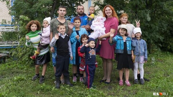 14 человек живут в двух комнатах половины деревенского дома