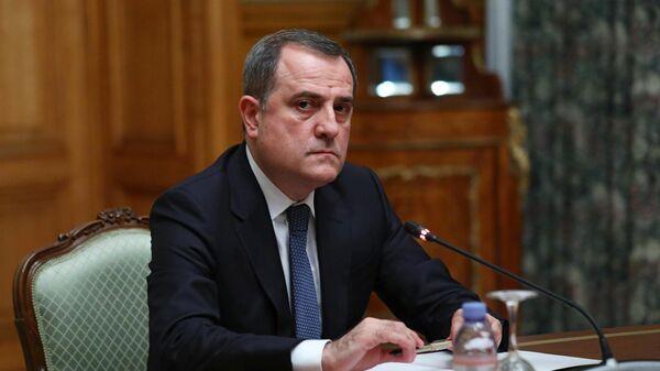 Министр иностранных дел Азербайджана Джейхун Байрамов на трехсторонних переговорах в Доме приемов МИД России