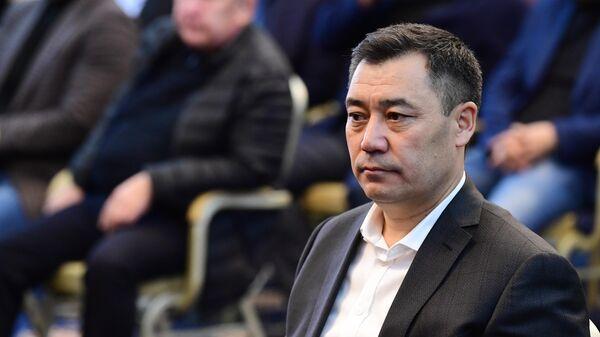 Кандидат на пост премьер-министра Садыр Жапаров на внеочередном заседании парламента Киргизии