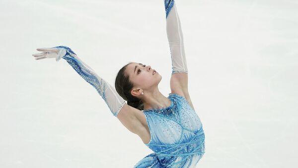 Камила Валиева выступает с короткой программой