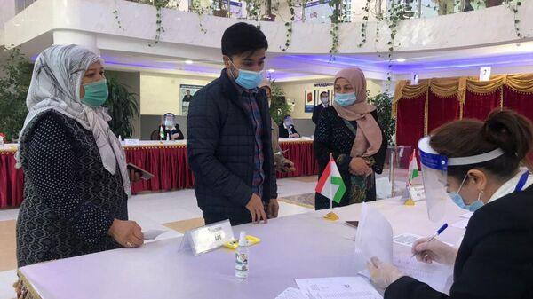 Голосование на президентских выборов в Таджикистане