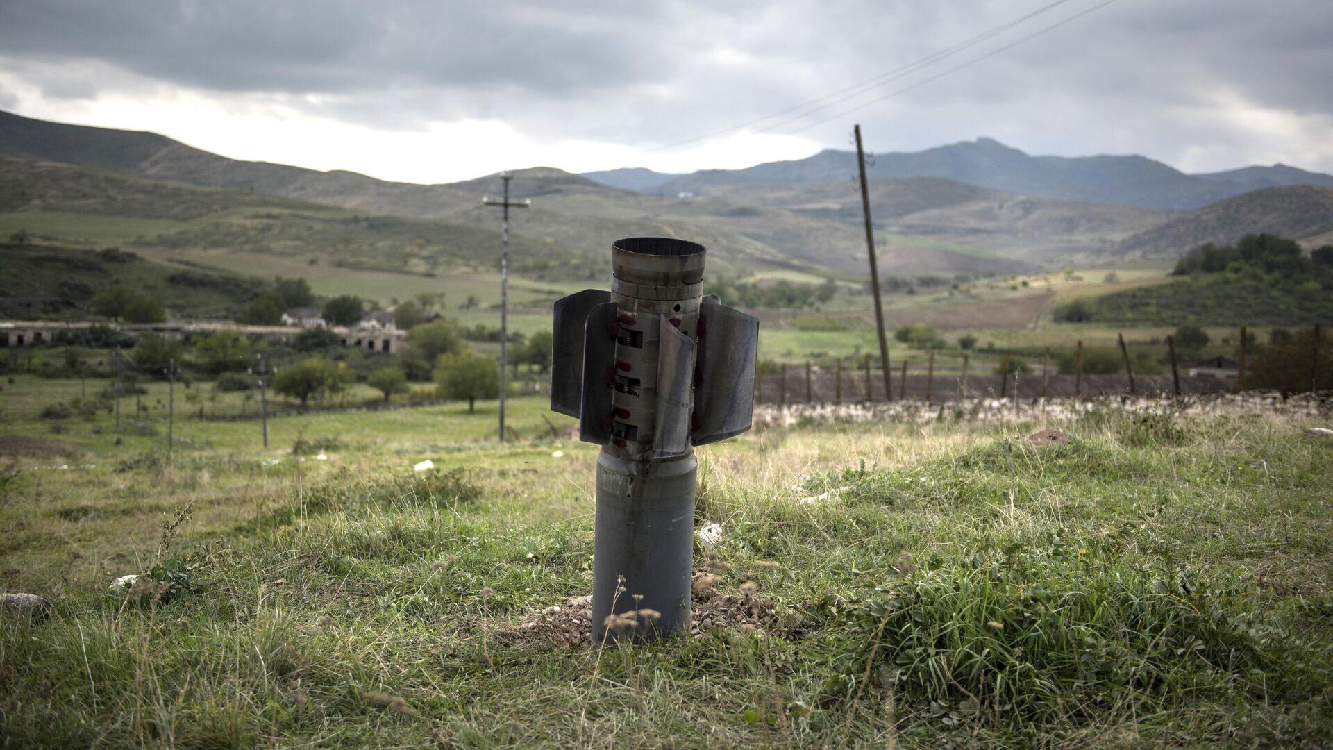 Неразорвавшийся снаряд в Карабахе - РИА Новости, 1920, 19.10.2020