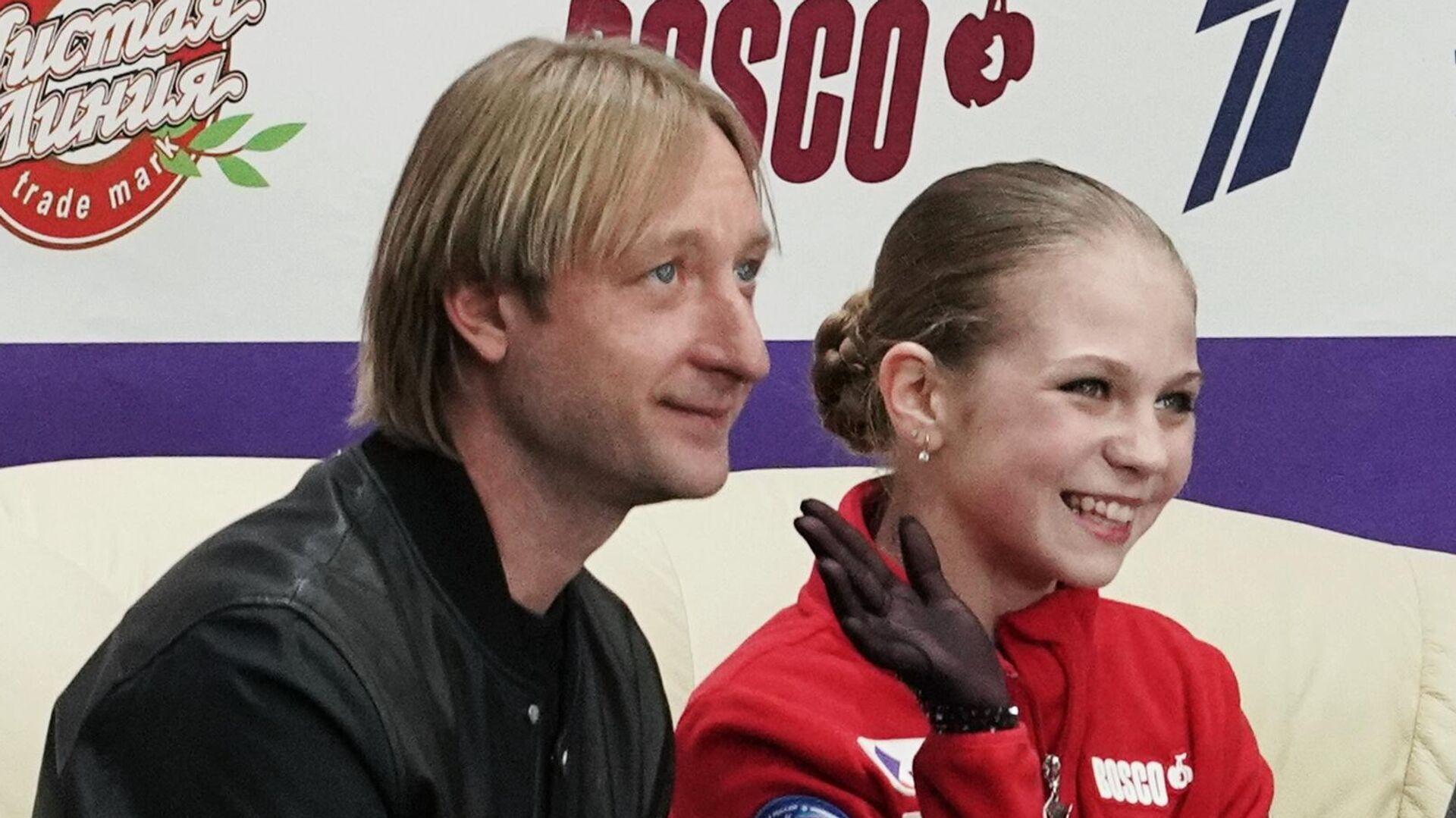 Александра Трусова и тренер Евгений Плющенко - РИА Новости, 1920, 27.01.2021
