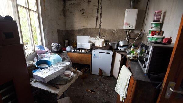 Дом в Мартакерте, покинутый местными жителями из-за обстрелов города