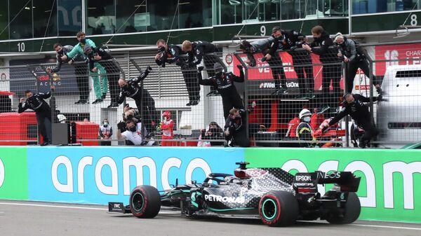 Льюис Хэмилтон на Гран-при Айфеля Формулы-1