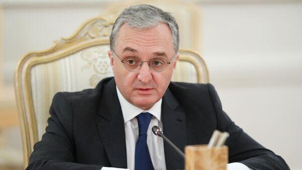 Министр иностранных дел Армении Зограб Мнацаканян во время встречи в Москве с министром иностранных дел РФ Сергеем Лавровым