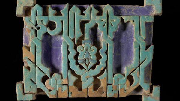 Изразцы из средневекового мемориального комплекса в Самарканде