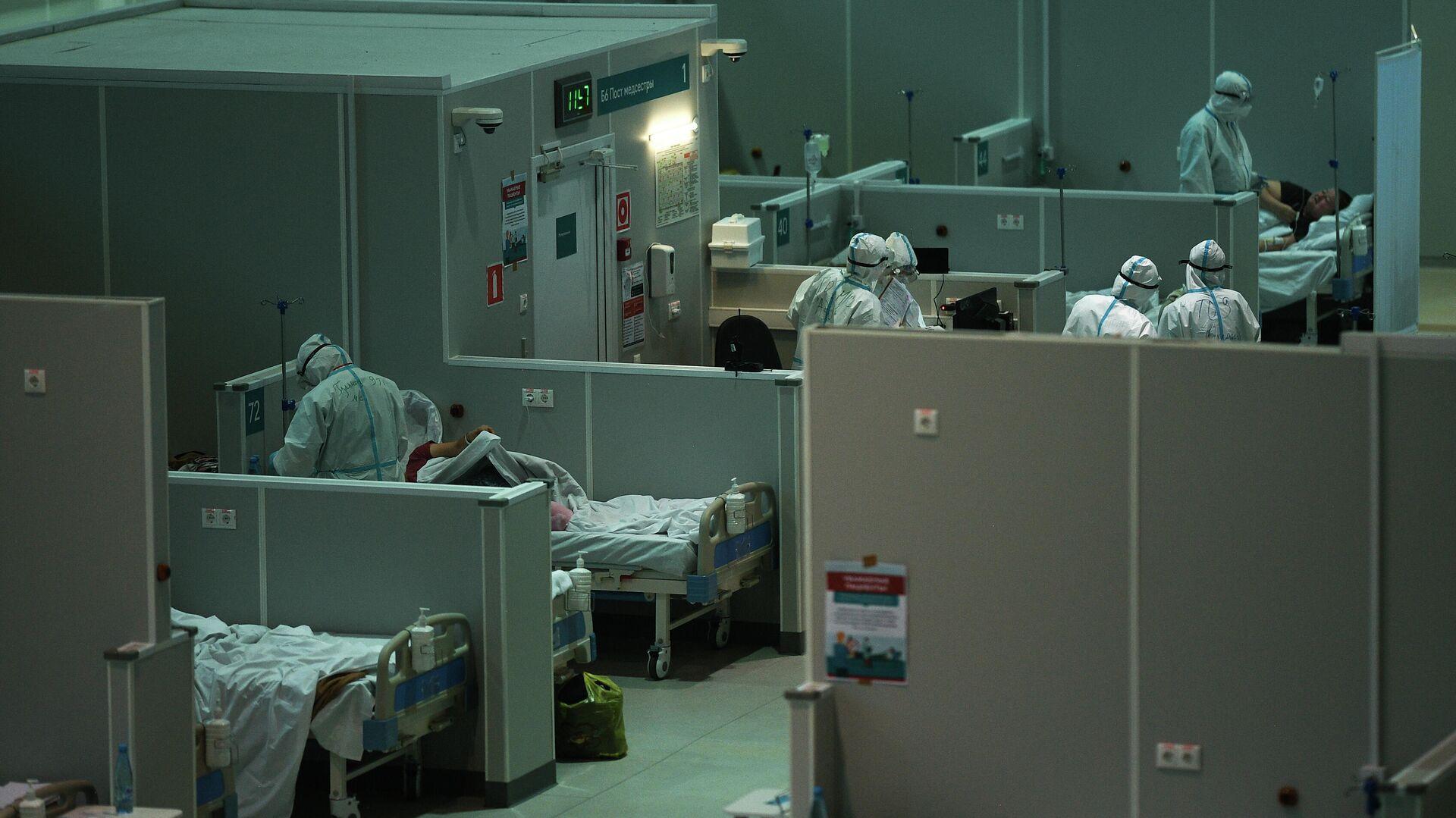 Медицинские работники во временном госпитале для пациентов с COVID-19 в Сокольниках - РИА Новости, 1920, 07.12.2020