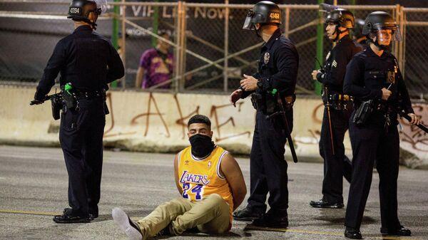 Болельщик, арестованный во время празднования чемпионства Лейкерс в НБА.
