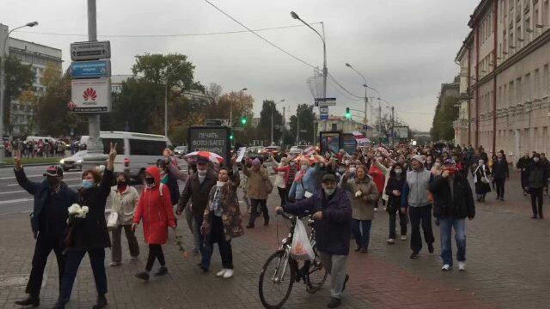 Колонна протестующих на акции в Минске - РИА Новости, 1920, 12.10.2020
