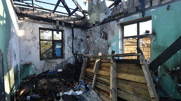 Жилой дом, разрушенный в результате обстрелов в Агдамском районе