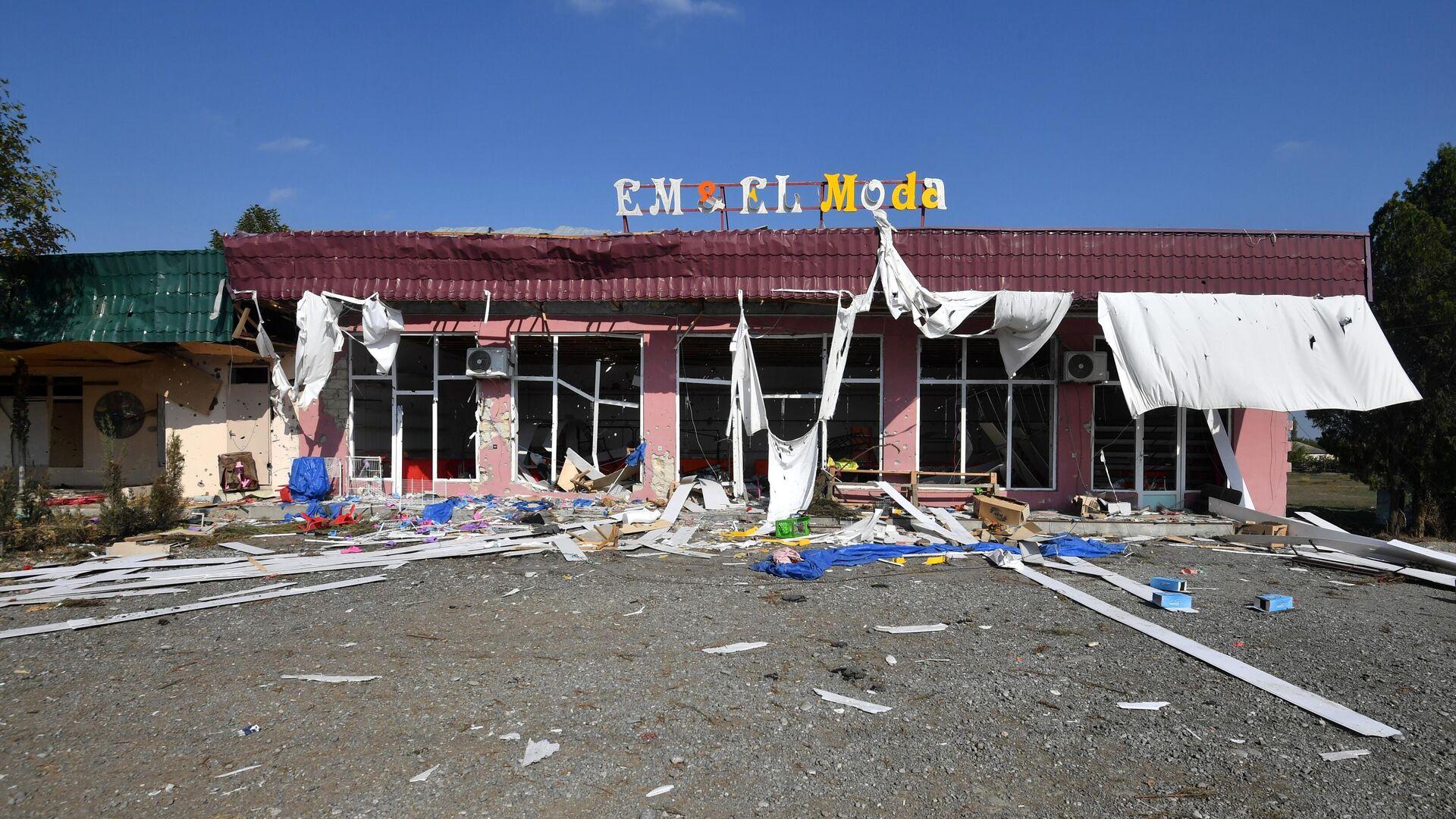 Магазин, разрушенный в результате обстрелов одного из сел в Тертерском районе - РИА Новости, 1920, 21.10.2020