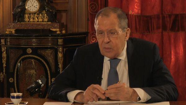 LIVE: Сергей Лавров дает интервью российским журналистам