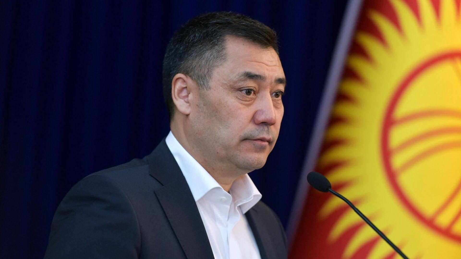 Новоизбранный премьер-министр Садыр Жапаров на внеочередном заседании парламента Киргизии - РИА Новости, 1920, 19.10.2020