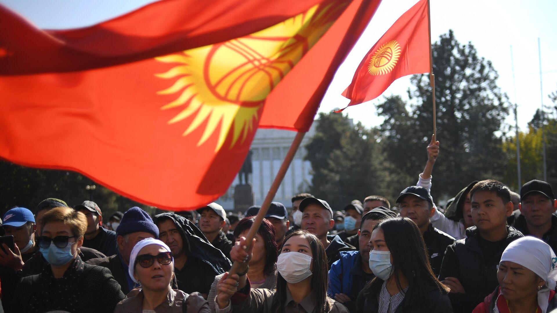 Участники митинга в Бишкеке - РИА Новости, 1920, 24.10.2020
