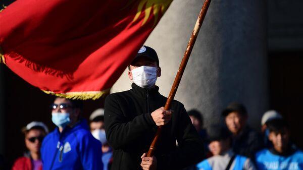 Участники митинга на Старой площади в Бишкеке