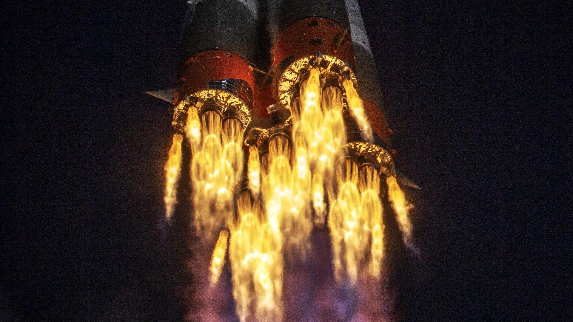 Ракета-носитель Союз-2.1а с транспортным пилотируемым кораблем Союз МС-17 во время запуска со стартовой площадки космодрома Байконур - РИА Новости, 1920, 09.12.2020