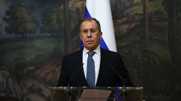 Министр иностранных дел РФ Сергей Лавров во время пресс-конференции с главой МИД Италии Луиджи Ди Майо