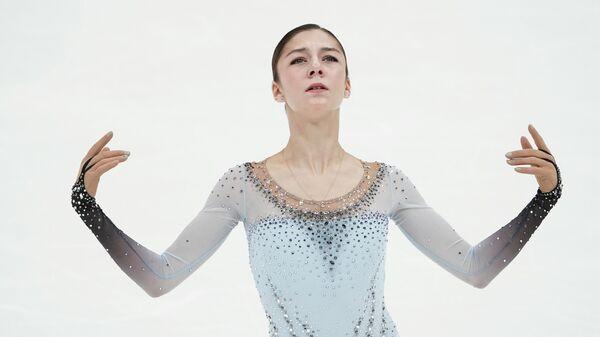Анна Фролова выступает с произвольной программой в женском одиночном катании на II этапе Кубка России - Ростелеком по фигурному катанию в Москве.