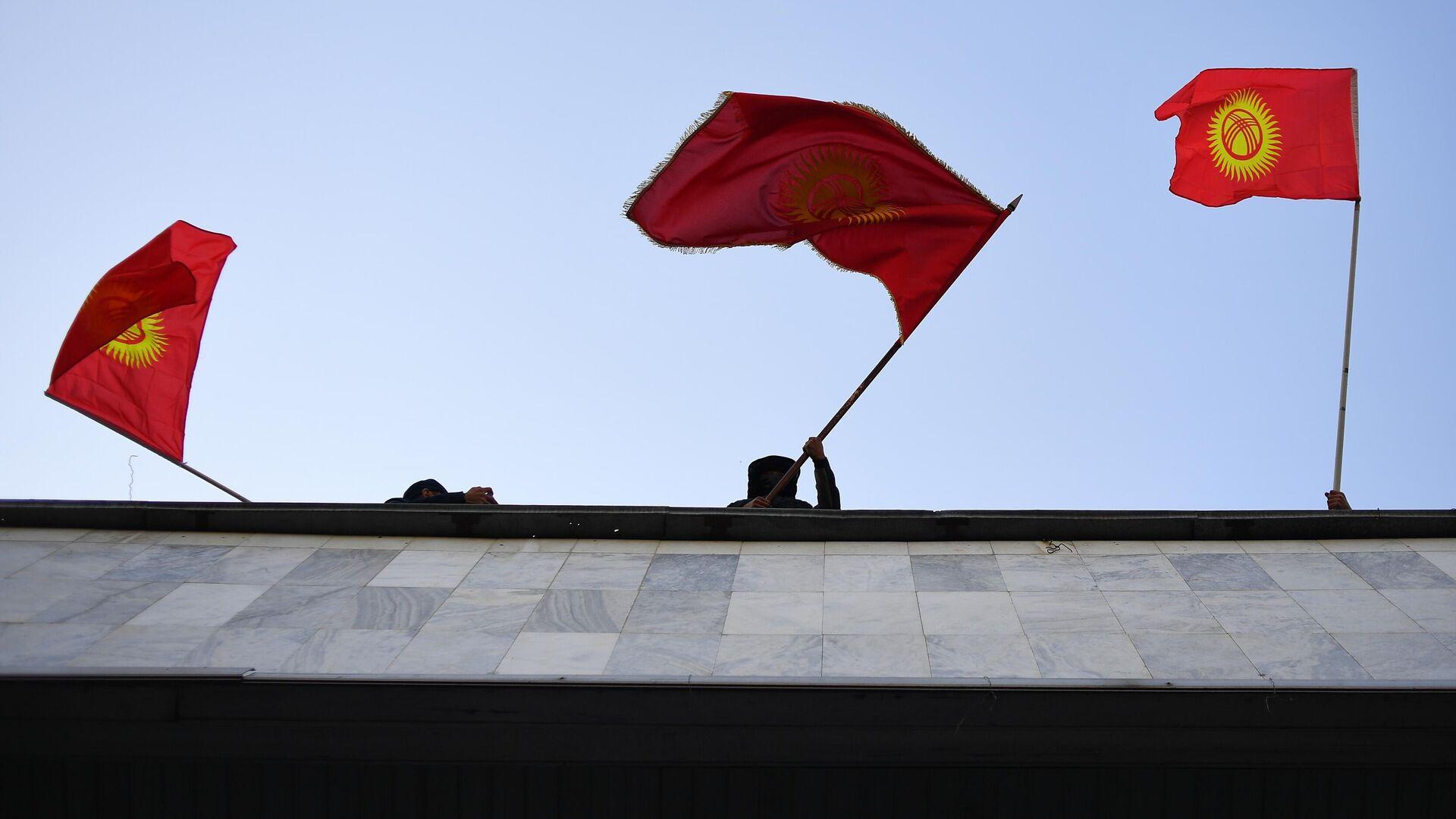 Сторонники премьер-министра Садыра Жапарова на митинге у гостиницы Иссык-Куль в Бишкеке - РИА Новости, 1920, 22.10.2020