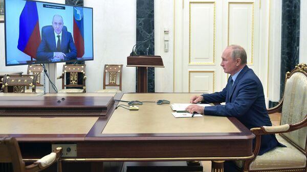 Президент РФ Владимир Путин проводит встречу с главой Карачаево-Черкесской Республики Рашидом Темрезовым в режиме видеоконференции