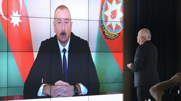 Генеральный директор МИА Россия сегодня Дмитрий Киселев берет интервью у президента Азербайджана Ильхама Алиева в режиме видеоконференции