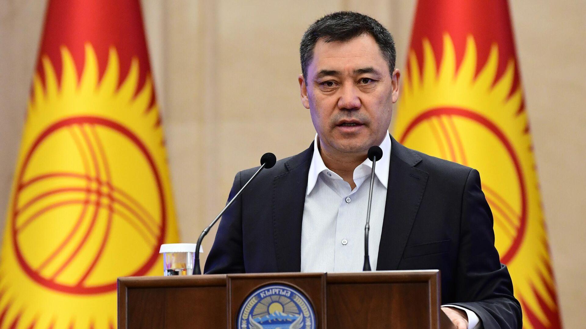 Премьер-министр Киргизии Садыр Жапаров выступает на внеочередном заседании парламента в Бишкеке - РИА Новости, 1920, 26.10.2020