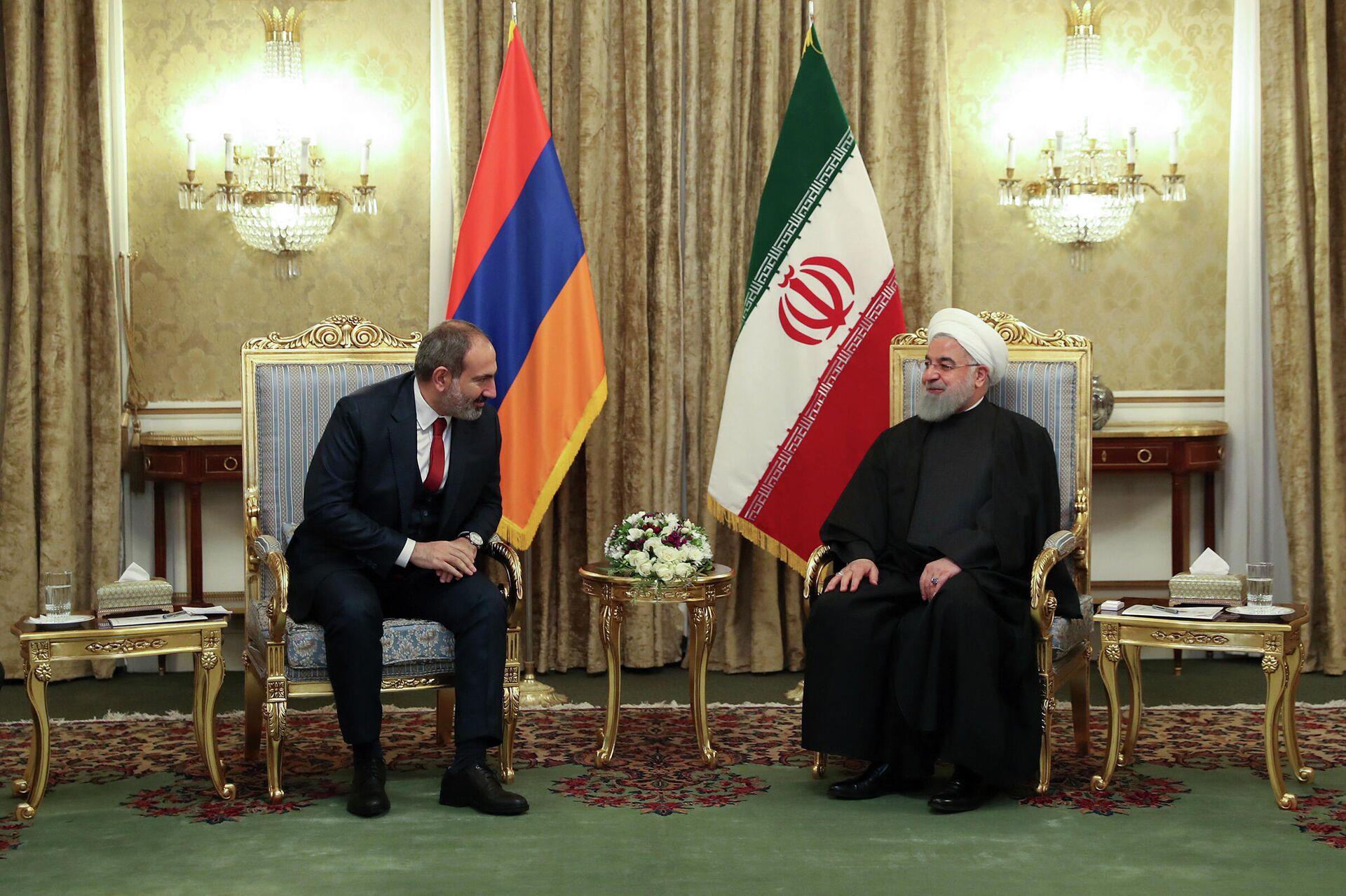 Премьер-министр Армении Армении Никол Пашинян и президент Ирана Хасан Роухани во время встречи в Тегеране, Иран  - РИА Новости, 1920, 16.10.2020