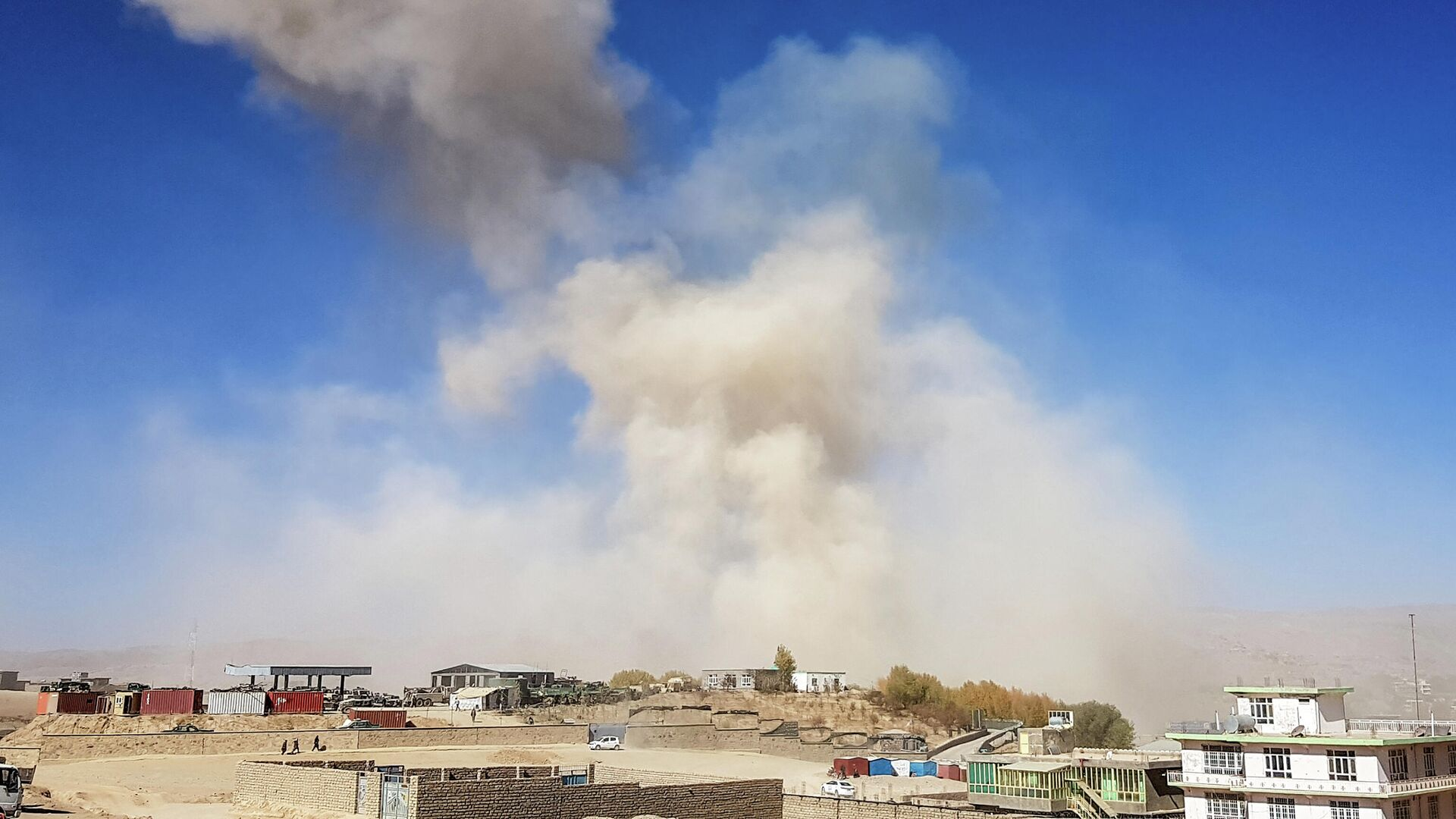 Дым от взрыва автомобиля в провинции Гор на западе Афганистана - РИА Новости, 1920, 18.10.2020