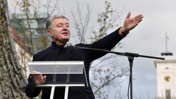Экс-президент Украины, депутат Верховной рады Украины Петр Порошенко во время выступления накануне региональных выборов на Украине