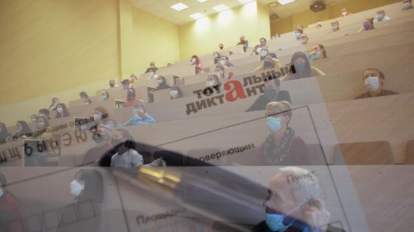 Участники ежегодной акции по проверке грамотности Тотальный диктант-2020 в Уральском федеральном университете.