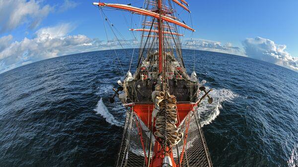 Парусное судно Седов во время дрейфа в Баренцевом море