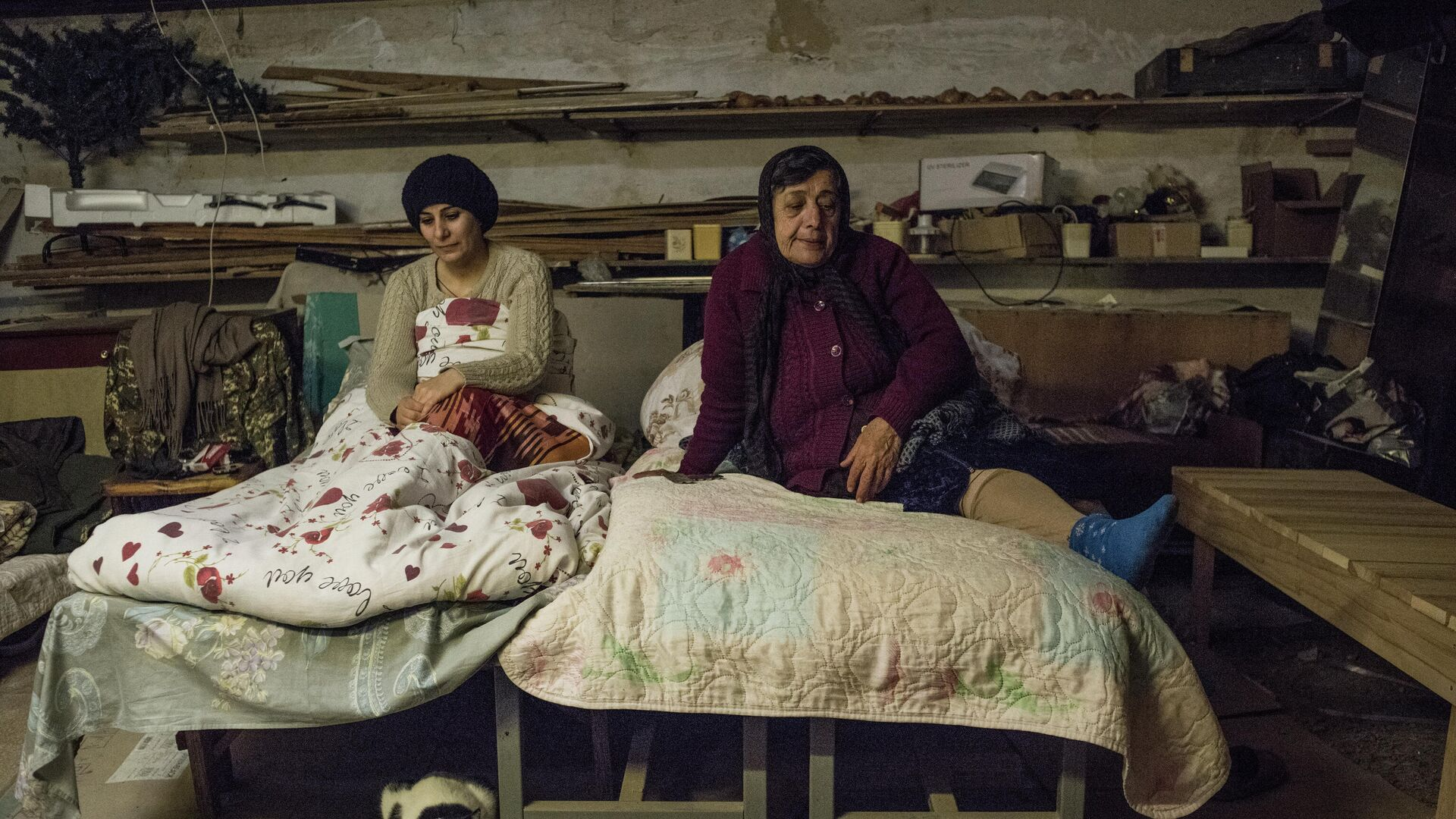 Женщины в подвале своего дома в Степанакерте - РИА Новости, 1920, 19.10.2020