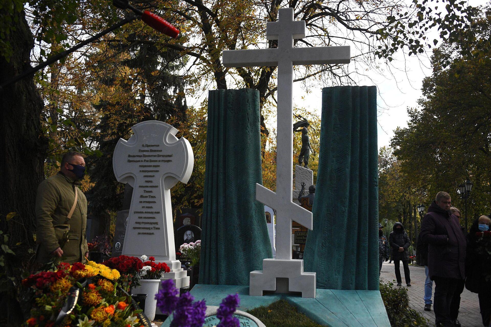 Открытие памятника М. Захарову на Новодевичьем кладбище - РИА Новости, 1920, 19.10.2020