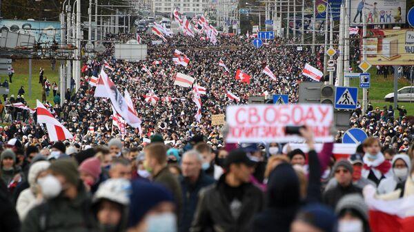 Участники несанкционированной властями акции протеста Партизанский марш в Минске