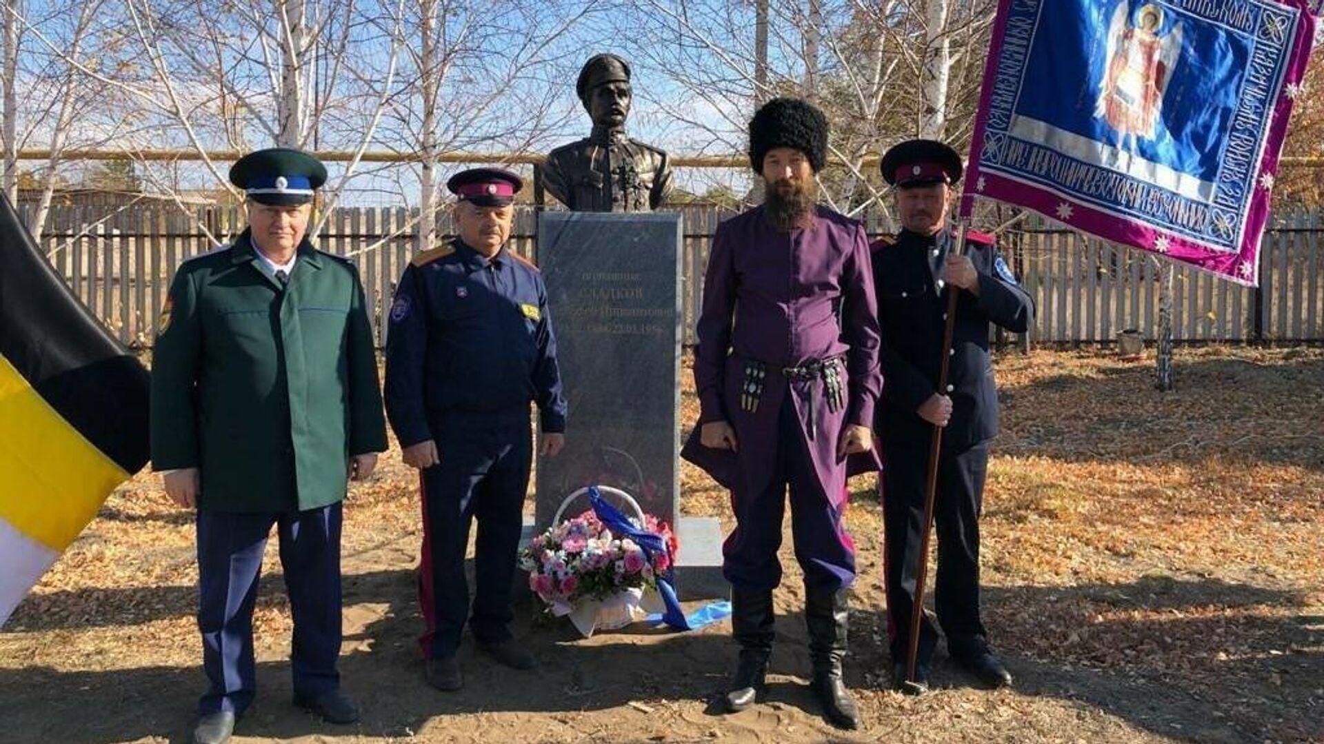 Под Оренбургом на улице Чапаева установили памятник, победившему Чапаева, казачьему полковнику Тимофею Сладкову - РИА Новости, 1920, 21.10.2020