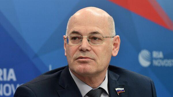 Член Комитета СФ по социальной политике Владимир Круглый