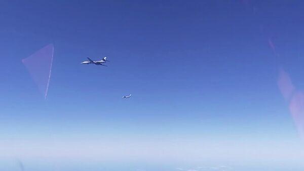 Российские истребители перехватили над Беринговым морем два американских стратегических бомбардировщика B-1В. Кадр видео