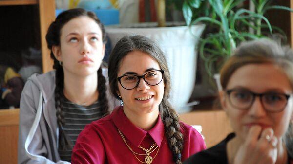 Ученики старших классов во время урока