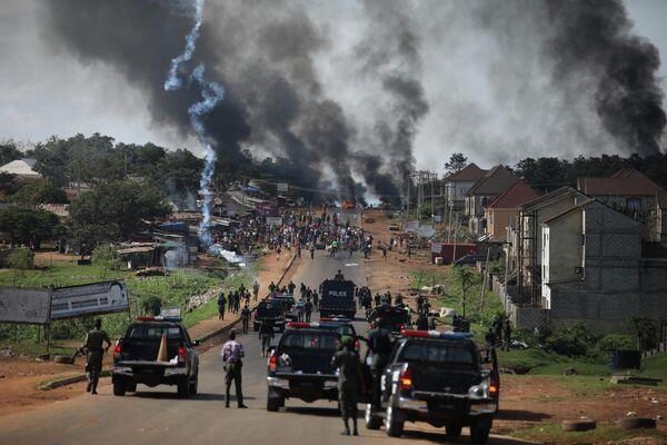 Столкновения полиции с протестующими в Нигерии
