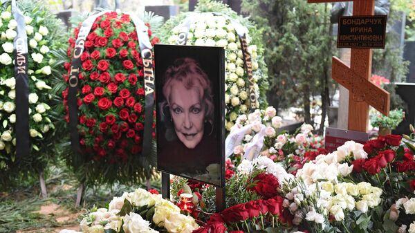 Могила народной артистки РСФСР Ирины Скобцевой на Новодевичьем кладбище