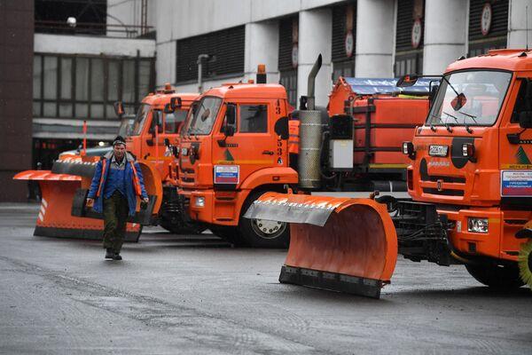 Снегоуборочная техника на территории ситуационно-мониторингового центра ГБУ Автомобильные дороги