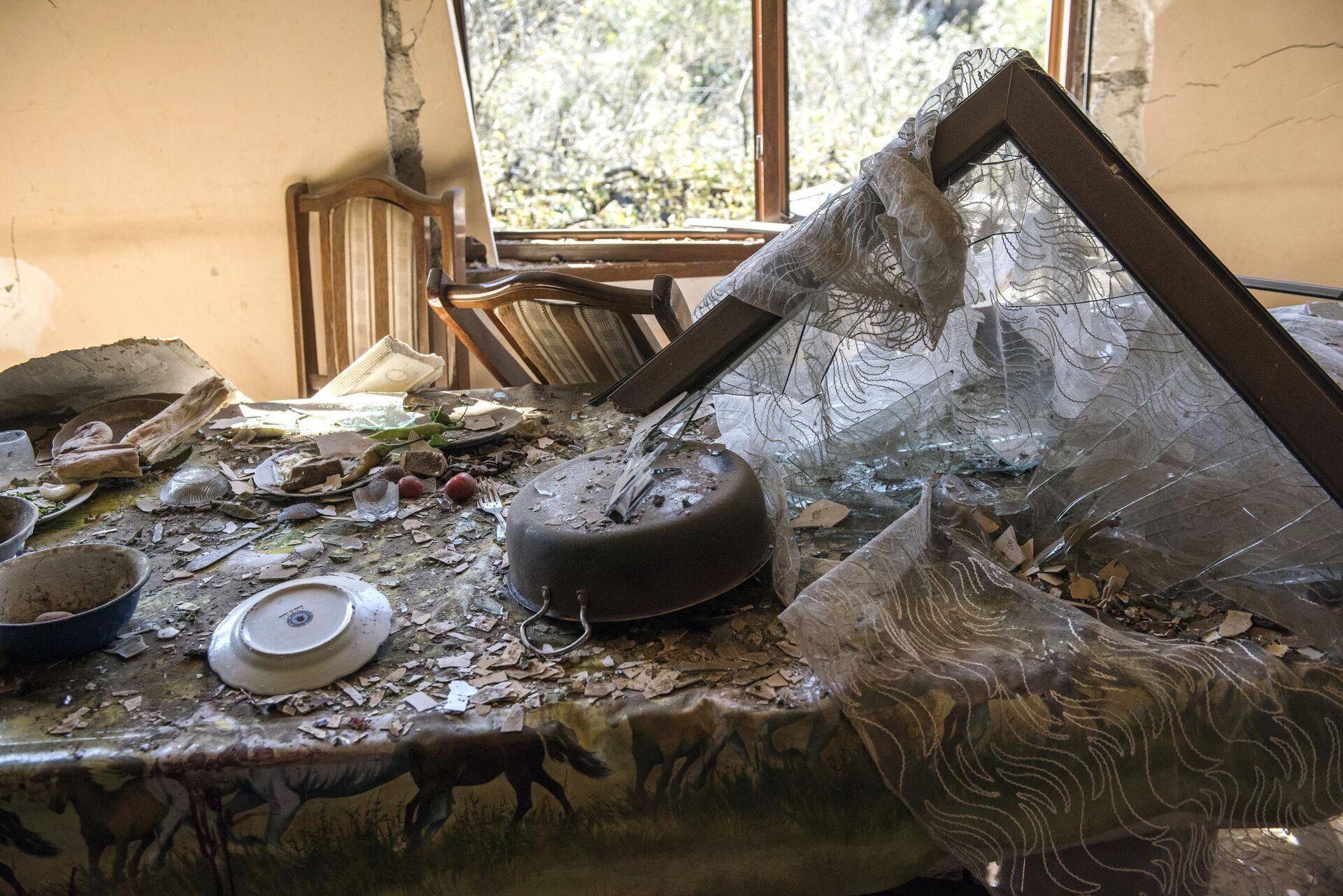 Дом, поврежденный в результате ракетного обстрела селения Шош - РИА Новости, 1920, 22.10.2020