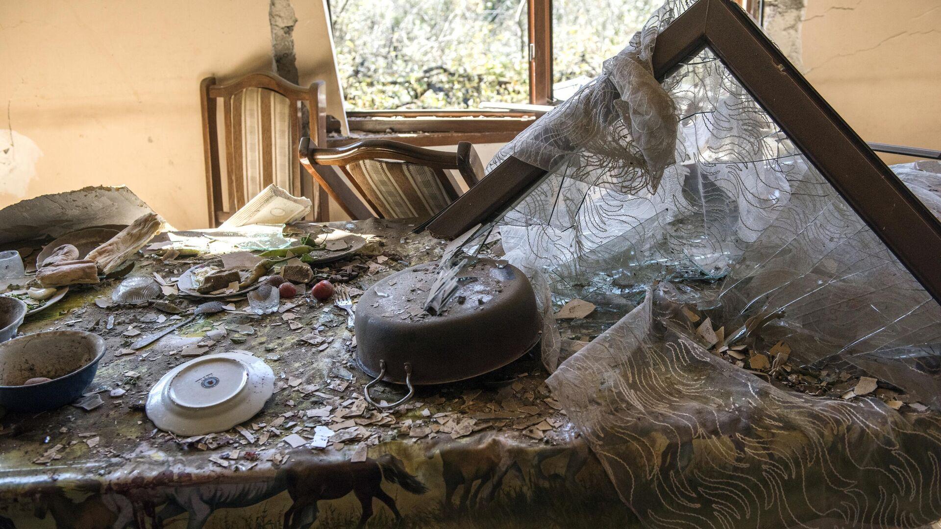 Дом, поврежденный в результате ракетного обстрела селения Шош - РИА Новости, 1920, 23.10.2020