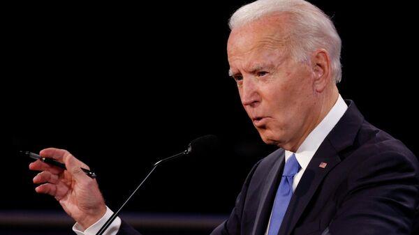 Кандидат в президенты США от Демократической партии Джо Байден во время финальных дебатов с президентом США Дональдом Трапом в Нэшвилле