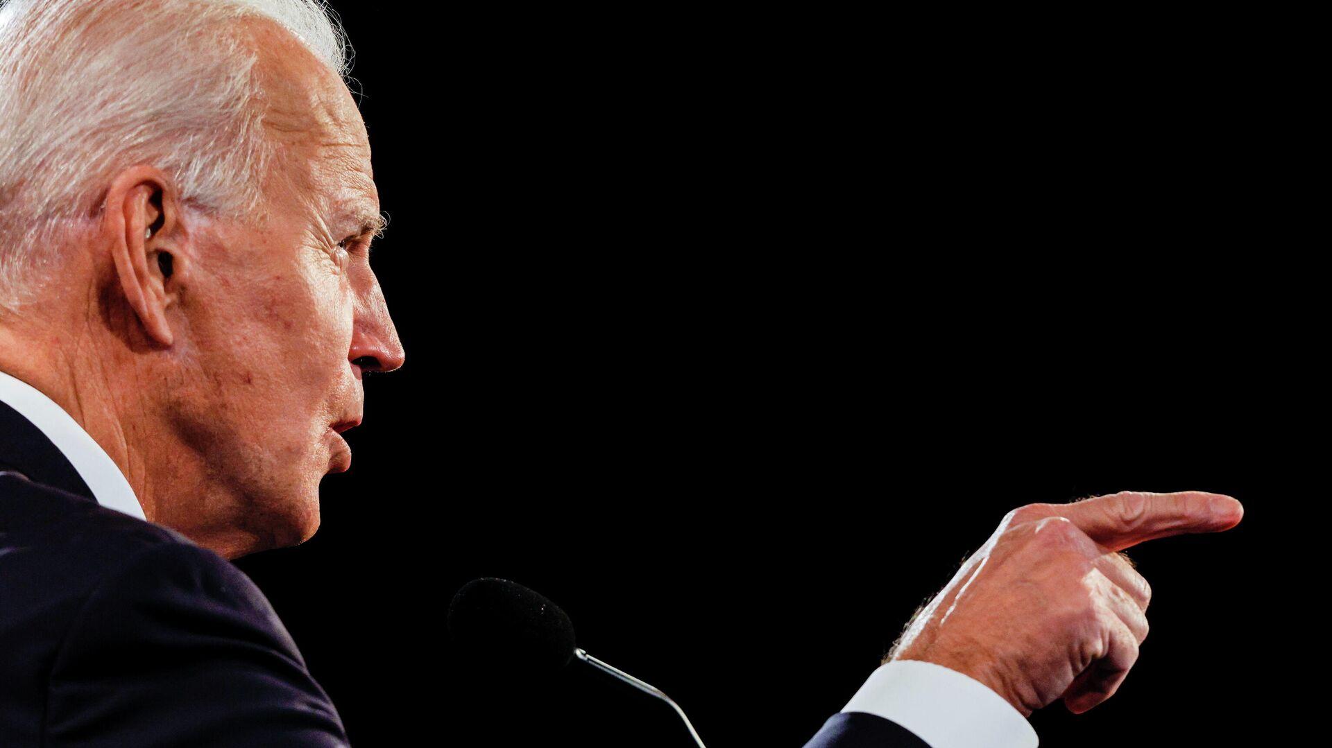 Кандидат в президенты США от Демократической партии Джо Байден во время финальных дебатов с президентом США Дональдом Трапом в Нэшвилле - РИА Новости, 1920, 23.10.2020