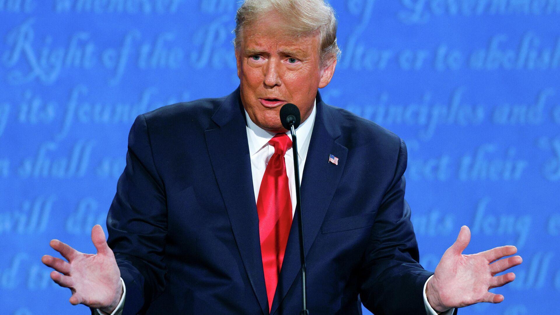 Президент США Дональд Трамп во время финальных дебатов с кандидатом от Демократической партии Джо Байденом в Нэшвилле - РИА Новости, 1920, 23.10.2020