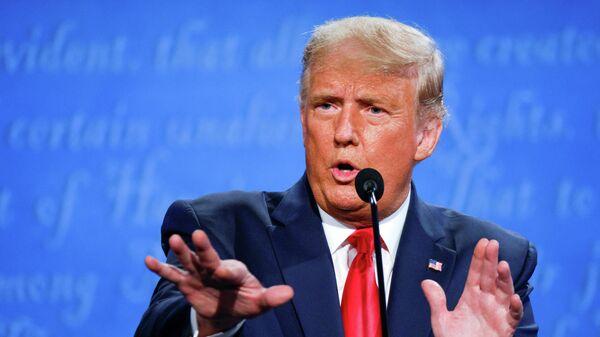 Президент США Дональд Трамп выступает во время финальных дебатов по предвыборной кампании в США 2020 года с кандидатом в президенты от Демократической партии Джо Байденом в университете Бельмонт в Нэшвилле