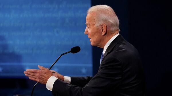 Кандидат в президенты от Демократической партии, бывший вице-президент Джо Байден во время президентских дебатов в Нэшвилле